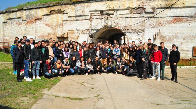 FOTO. Peste 100 de liceeni în vizita la Fortul 13 Jilava